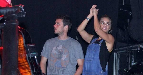 Carolina Dieckmann e Juliana Paes se esbaldam em show da Ivete ...