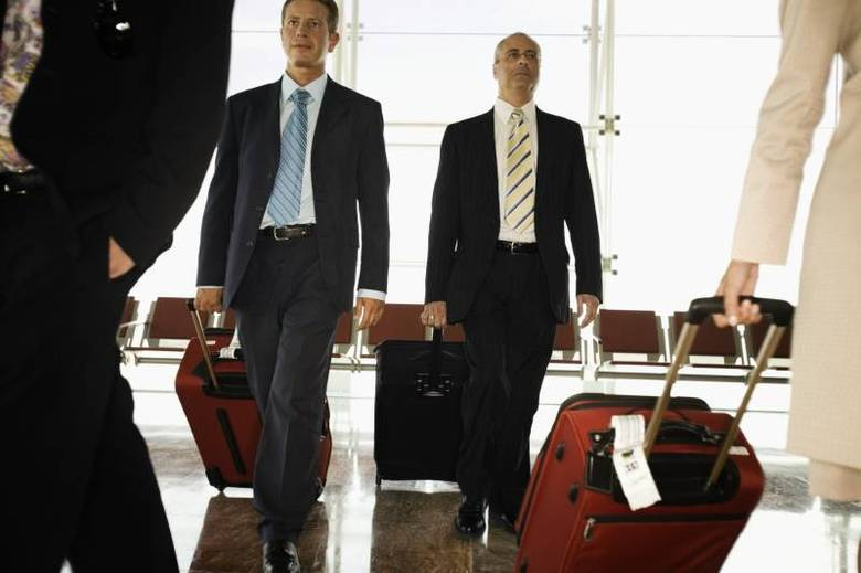 Se houver alguma danificação ou os objetos sumirem dentro da bagagem, a companhia aérea ou de ônibus deve ser avisada. O prazo para ser paga a indenização é de 30 dias a partir da data de reclamação