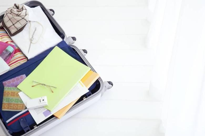 O consumidor também deve informar o valor da bagagem para que, no caso de um extravio, a empresa o indenize segundo o valor declarado. Os passageiros devem estar cientes de que objetos de valor — como joias, dinheiro em espécie e eletrônicos — não são aceitos na declaração. Por isso, é recomendado levá-los na bagagem de mão ou ainda deixar esses produtos em casa