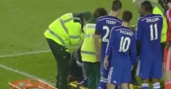 Zagueiro do Chelsea perde dente e fica inconsciente após se ...
