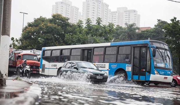 Forte chuva provocou enchentes<br />nesta sexta-feira. Veja as imagens