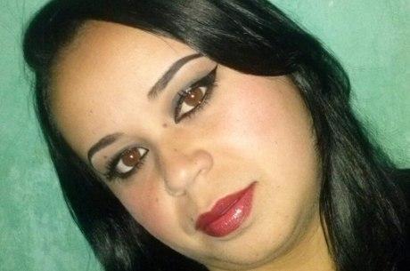 Desconfiado de traição no WhatsApp, homem mata mulher com facão