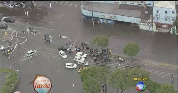 Chuva causa enchentes e deixa São Paulo em estado de atenção ...