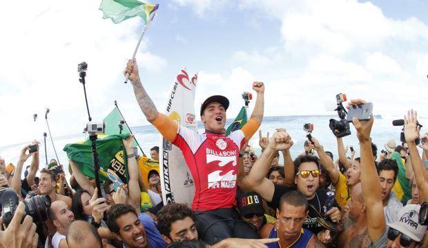 Saiba tudo sobre a carreira do brasileiro<br />que é o novo fenômeno do surfe mundial