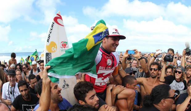 Será que Gabriel Medina conseguirá transformar o surfe em uma das paixões dos brasileiros?