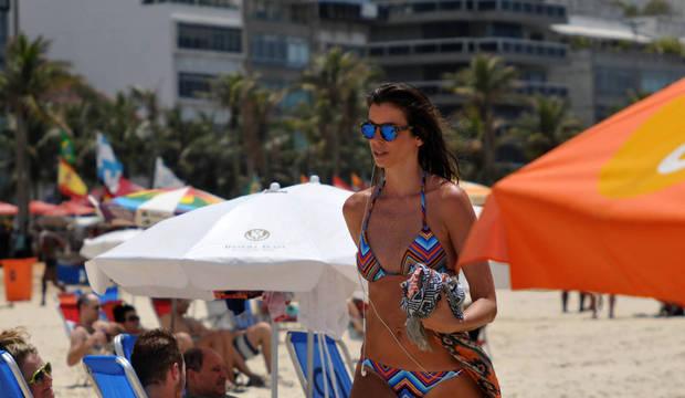 Primeiro dia de verão tem calor e praias lotadas no Rio. Sensação térmica chegou a 50ºC