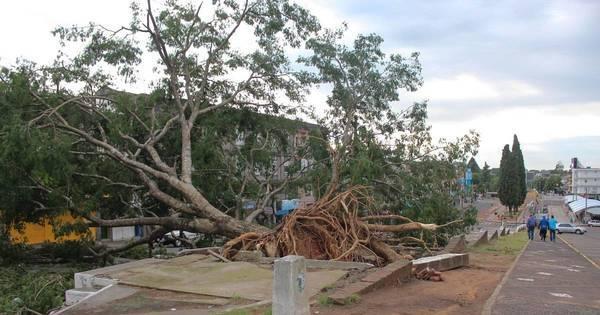 Tempestades causam transtorno em 30 municípios gaúchos - R7