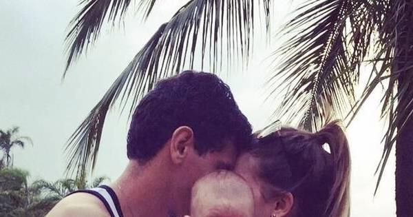 De férias, Paulo Henrique Ganso curte viagem com a mulher e o filho