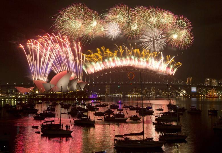 Já é Ano Novo na Austrália. Mais de 1,6 milhão de pessoas acompanhou a queima de fogos na Baía de Sydney
