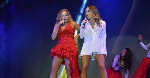 Claudia Leitte sensualiza em palco ao lado de Daniela Mercury e ...