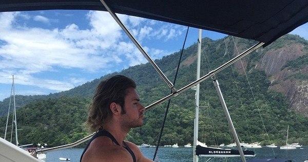 Thor Batista ostenta lancha e helicóptero em Angra dos Reis - Fotos ...