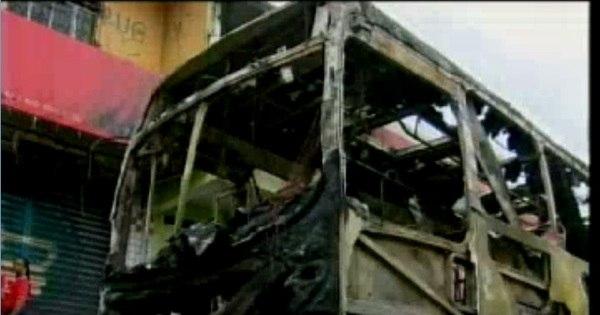 Grupo incendeia dois ônibus em represália à morte de traficante em ... - R7