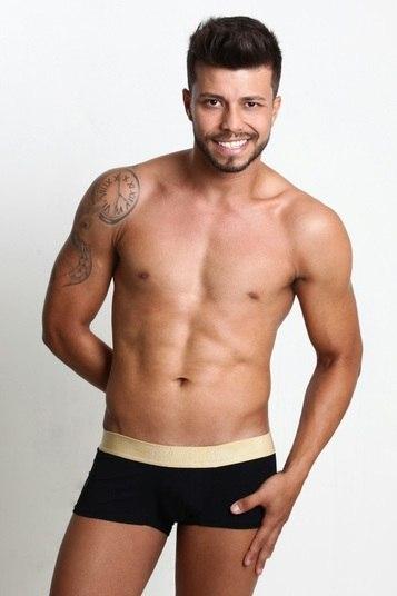 O SIA (Setor de Indústrias e Abastecimento) é representado por James Filho, de 25 anos. Ele tem 1,79m e é empresário