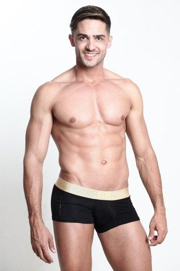 O dançarino e vendedor Vinicius Guervich tem 27 anos e 1,77m. Ele representa no concurso o Park Way