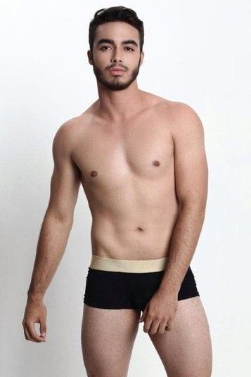 Gabriel Melo disputa o concurso e representa o Riacho Fundo. Com 18 anos e 1,73m, ele é estudante