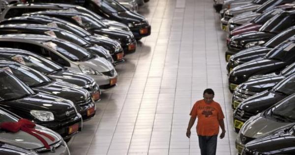Apesar da crise, Anfavea vê alta na produção de carros e vendas ...