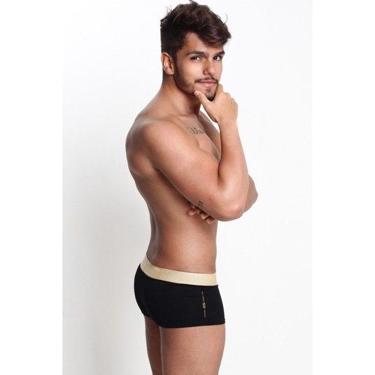 Samir Félix, de 22 anos, concorre pelo Núcleo Bandeirante. Ele tem 1,70m e estuda publicidade e propaganda
