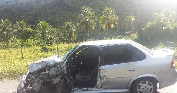 Acidente entre dois carros deixa oito pessoas feridas em Teófilo ... - R7