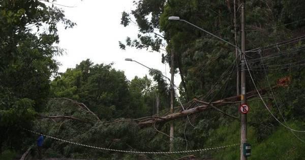 Chuva deixa 800 mil sem energia elétrica em SP - R7
