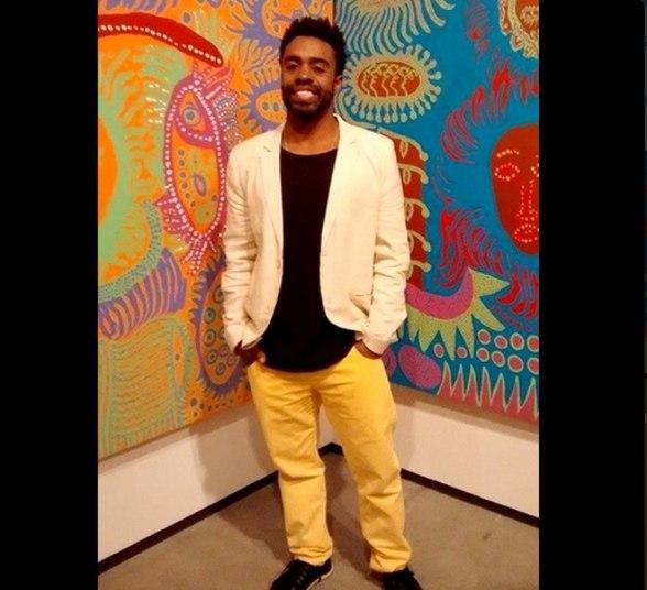 Uma particularidade dele é planejar com antecedência as roupas que irá usar, tendo o hábito de postar os looks nas redes sociais