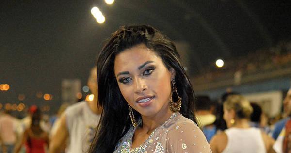 Marcela Carlone, destaque da Acadêmicos do Tucuruvi, usa maiô ...