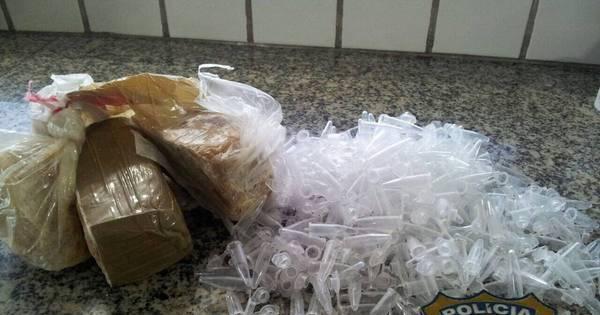 Homem é preso na BR-381 com 300 pinos de cocaína - R7