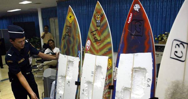 Com preço alto da cocaína, surfistas brasileiros se arriscam como ...