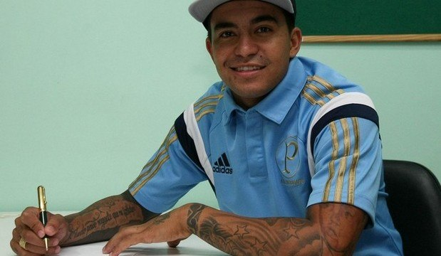 Descubra os salários dos novos contratados <br />do futebol brasileiro. Confira a lista agora