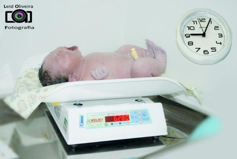 &lt;/p&gt;<br /> &lt;p&gt;A nutricionista Eliana Lourenço de Oliveira, de 40 anos, deu&lt;br /&gt;<br /> à luz pequena Isadora na manhã desta terça-feira (20). O nascimento da menina mexeu com a rotina de um hospital, em Salto (SP), e&lt;br /&gt;<br /> surpreendeu aos pais, médicos e funcionários, pois Isadora nasceu de cesariana, com 6,280 kg e 55 cmTexto e entrevista: Fabiana Grillo e Vanessa Sulina, do R7&lt;/p&gt;<br /> &lt;p&gt;