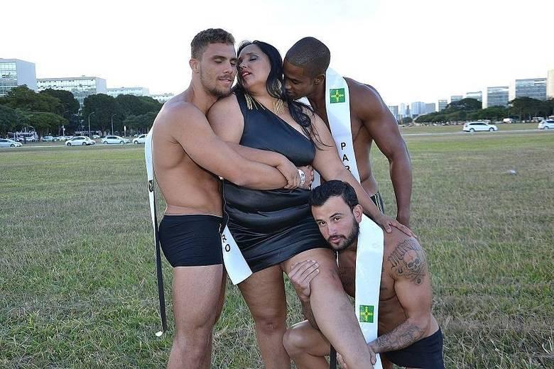 O ensaio sensual com as modelos da BSB Plus Size sensual e os candidatos do Mister DF aconteceu nas imediações do Congresso Nacional