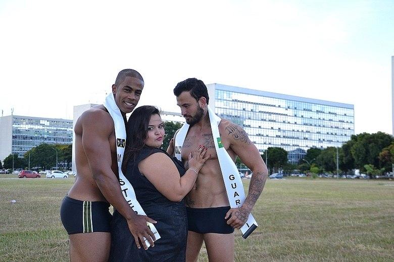 Uma das modelos, Janaína Graciele, diz que o objetivo é mostrar que as gordinhas também fazem sucesso entre os homens.    — Recebo cantadas de vários homens lindos e sarados