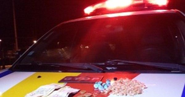 Dois adolescentes são apreendidos com drogas em São Sebastião - R7