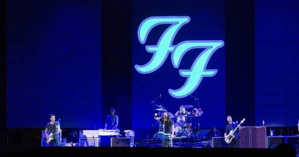 Em apresentação de perder o fôlego, Foo Fighters toca para 45 mil ...