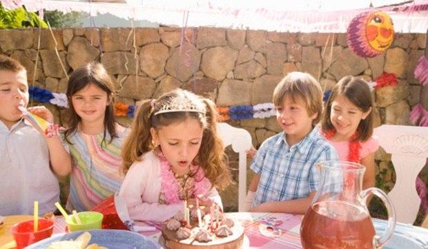 Convidado bicão, crianças levadas e barracos: escape de cinco armadilhas das festas infantis