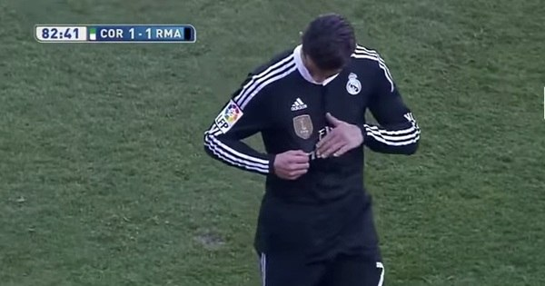 Após expulsão, Cristiano Ronaldo faz gesto provocando torcida ...