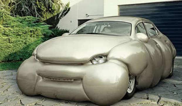 Verdadeiras fofuras: artista transforma modelos atléticos em carros gordos. Confira as fotos