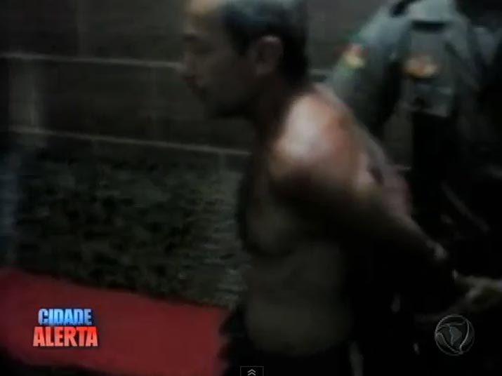 Airton Gomes de Lima, de 56 anos, foi preso dentro de casa, em Esteio (RS), no momento em que estava com um menino de 12 anos. Veja na reportagem!
