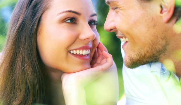 Amor à primeira vista pode existir, mas é preciso ter cuidado. Saiba mais sobre