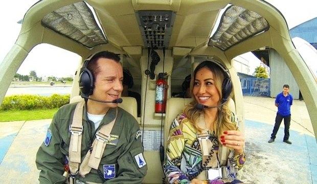 Celso Russomanno leva Sabrina para passear de helicóptero e faz a japa se emocionar