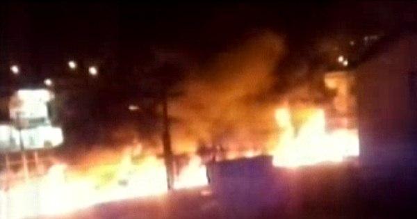 Dez bandidos invadem ônibus e ateiam fogo ao veículo em Santa ... - R7