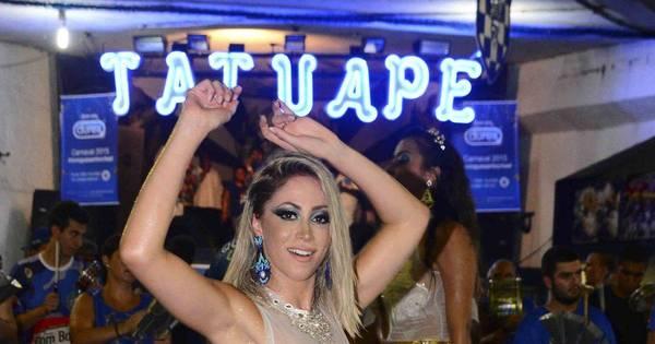 Com look transparente, Carol Narizinho é apresentada como ...