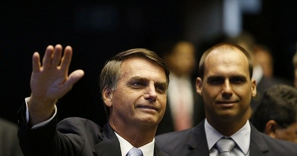 "Na semana da mulher, Bolsonaro recua e diz: ""Nenhuma mulher ..."