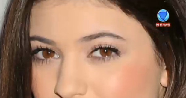 Irmã de Kim Kardashian causa polêmica com fotos ousadas nas ...