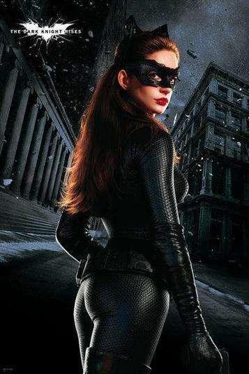 Outro bumbum que chamou a atenção de muita gente mesmo com roupa foi o de Anne Hathaway como a Mulher-Gato, em Batman: O Cavaleiro das Trevas Ressurge. Com toda a sensualidade da personagem e a clássica roupa preta colada, o bumbum de Anne deu o que falar