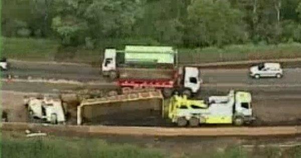 Motorista morre após tombar caminhão na BR- 040 em Itabirito (MG ...