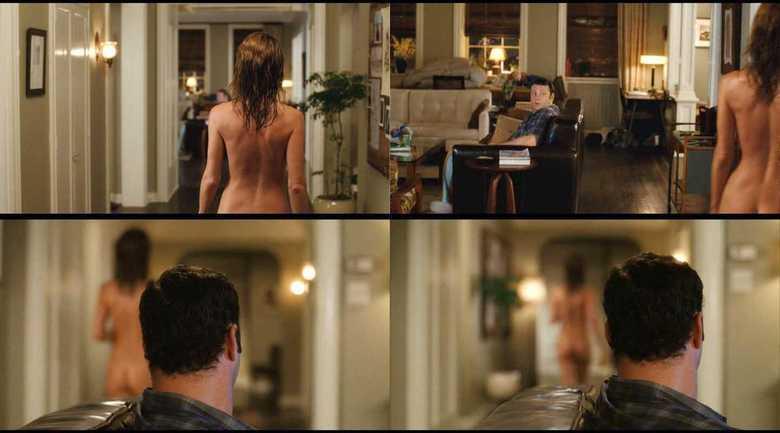 Jennifer Aniston é uma das maiores musas dos EUA e, quando ela apareceu rapidamente com o bumbum de for no filme Separados Pelo Casamento, teve gente pirando por aí. Na cena, ela passa rapidamente e só aparece um pedacinho de seu bumbum, mas já foi o suficiente para despertar a atenção de várias pessoas