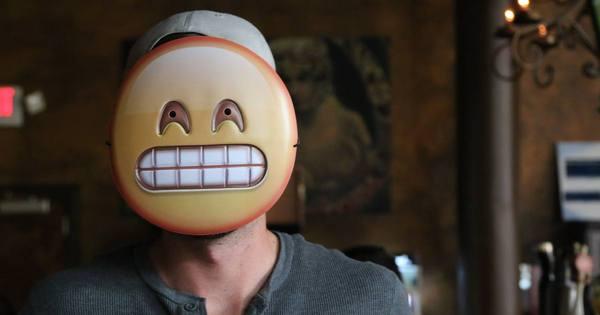 Empresa transforma emojis em máscaras - Fotos - R7 Pop