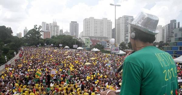 Foliões lotam as ruas de São Paulo em Carnaval antecipado - Fotos ...