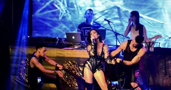 Magérrima e sensual, Wanessa comanda show em boate carioca ...
