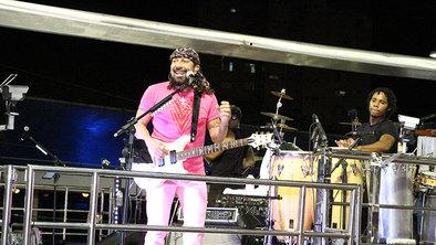 bbb983f2b3 Bell Marques arrasta multidão em voo solo no Carnaval de Salvador